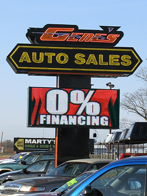Auto Dealers Use Digital Signs to Attract Customers
