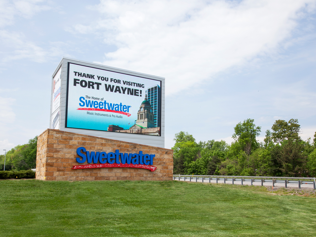Car Dealerships In Springfield Il >> High Resolution 10mm, 12mm LED Signs - Watchfire Signs
