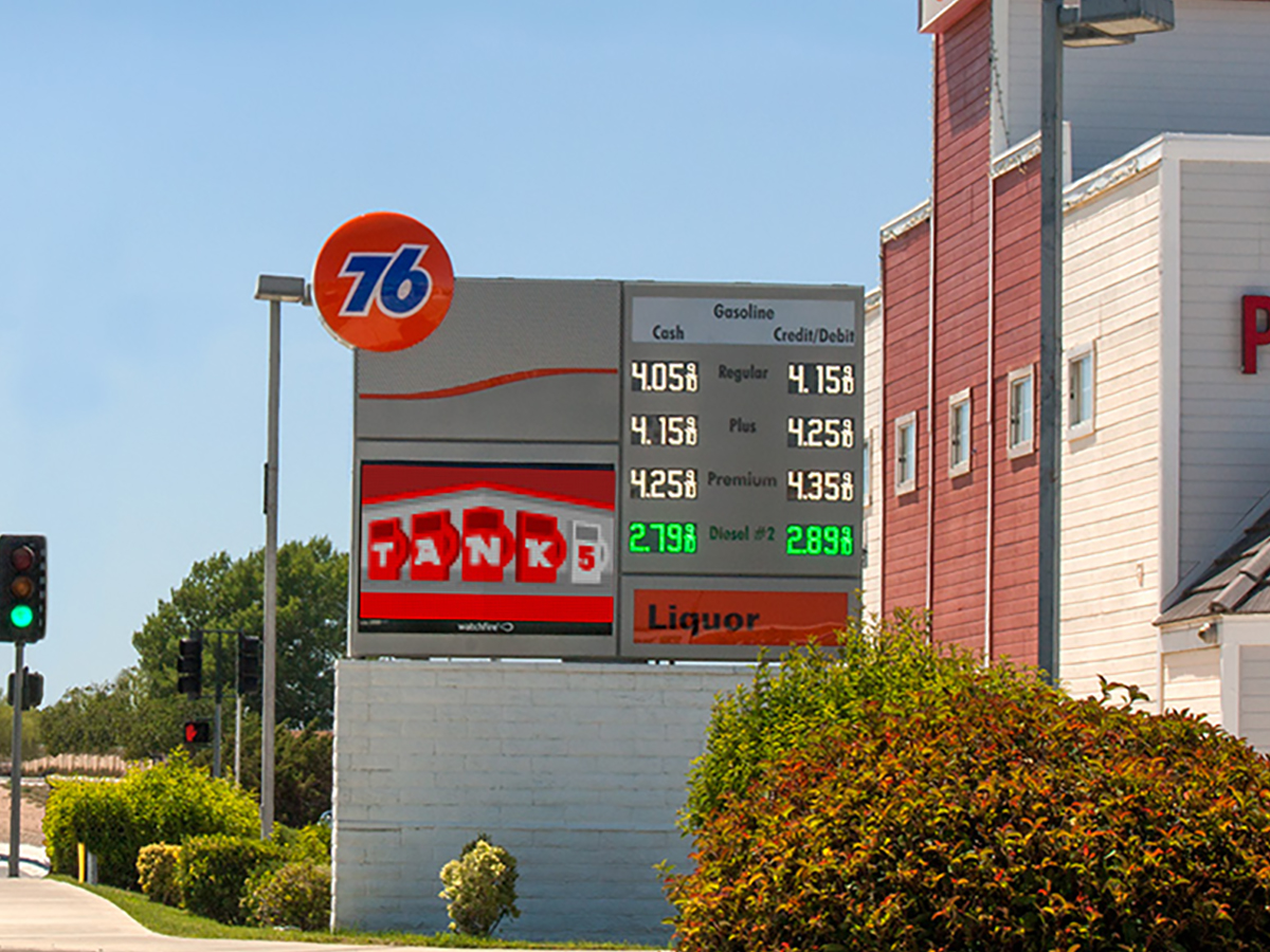 Led And Gas Price Signs For Convenience Stores Watchfire Signs Digital Billboards Led Signs