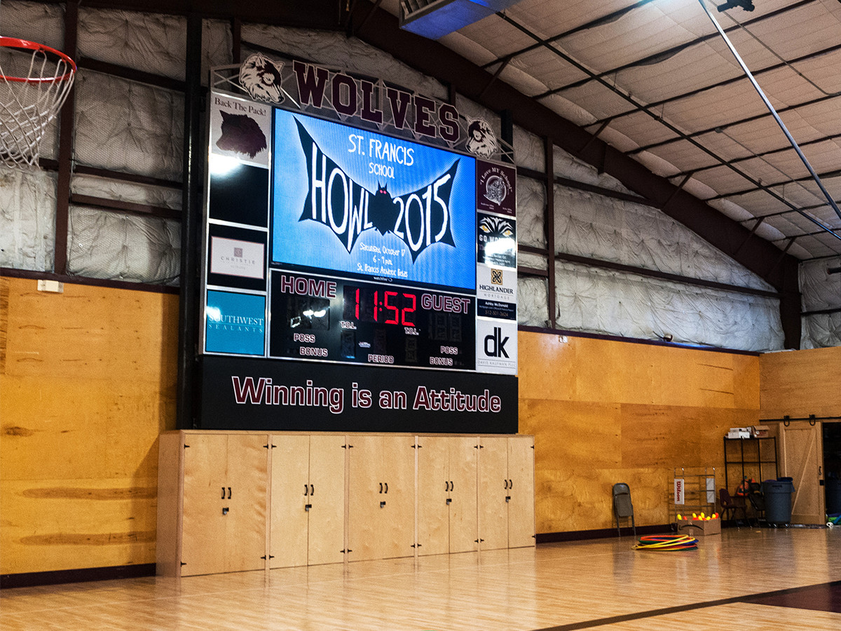 Indoor 10mm video display with fixed-digit scoreboard in a gymnasium.