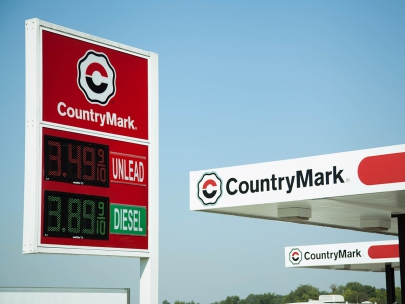 LED gas price signs make it easy for operators to change prices, even when mounted on a pole or canopy.